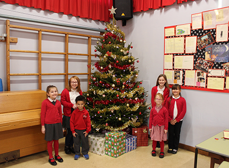 Walton Homes brings joy to Tamworth pupils with secret Christmas decoration visit image