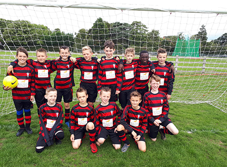 Walton Homes signs sponsorship deal with Rugeley youth football team image